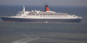 QE2 off Scarborough 16 Sep 2007