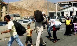Syrian refugees cross the Lebanese border