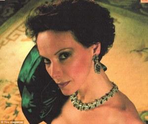 Princess_Katalin_zu_Windischgraetz_is_using_her_gilded_connectio-a-172_1439308523564